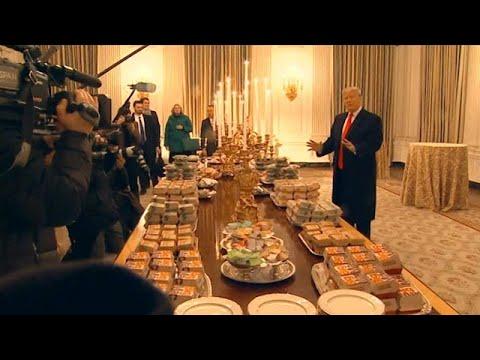הממשל מושבת: טראמפ הזמין מאות המבורגרים לבית הלבן