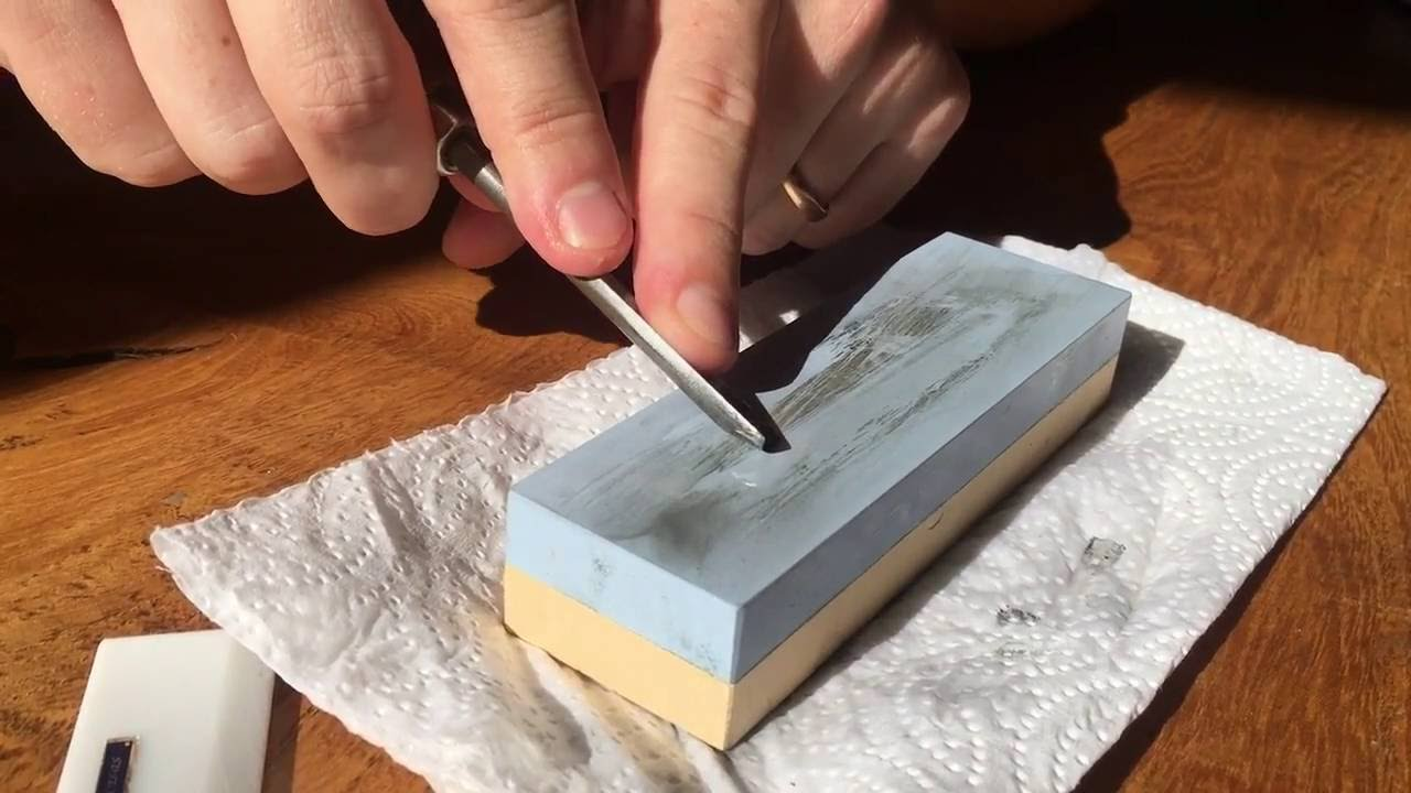 Sharpening Lino Cutting Tools - Using a Whetstone