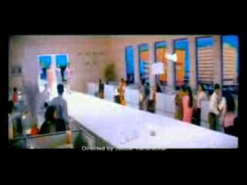 Bhima Gold Old Ad Film-3 girls on ramp