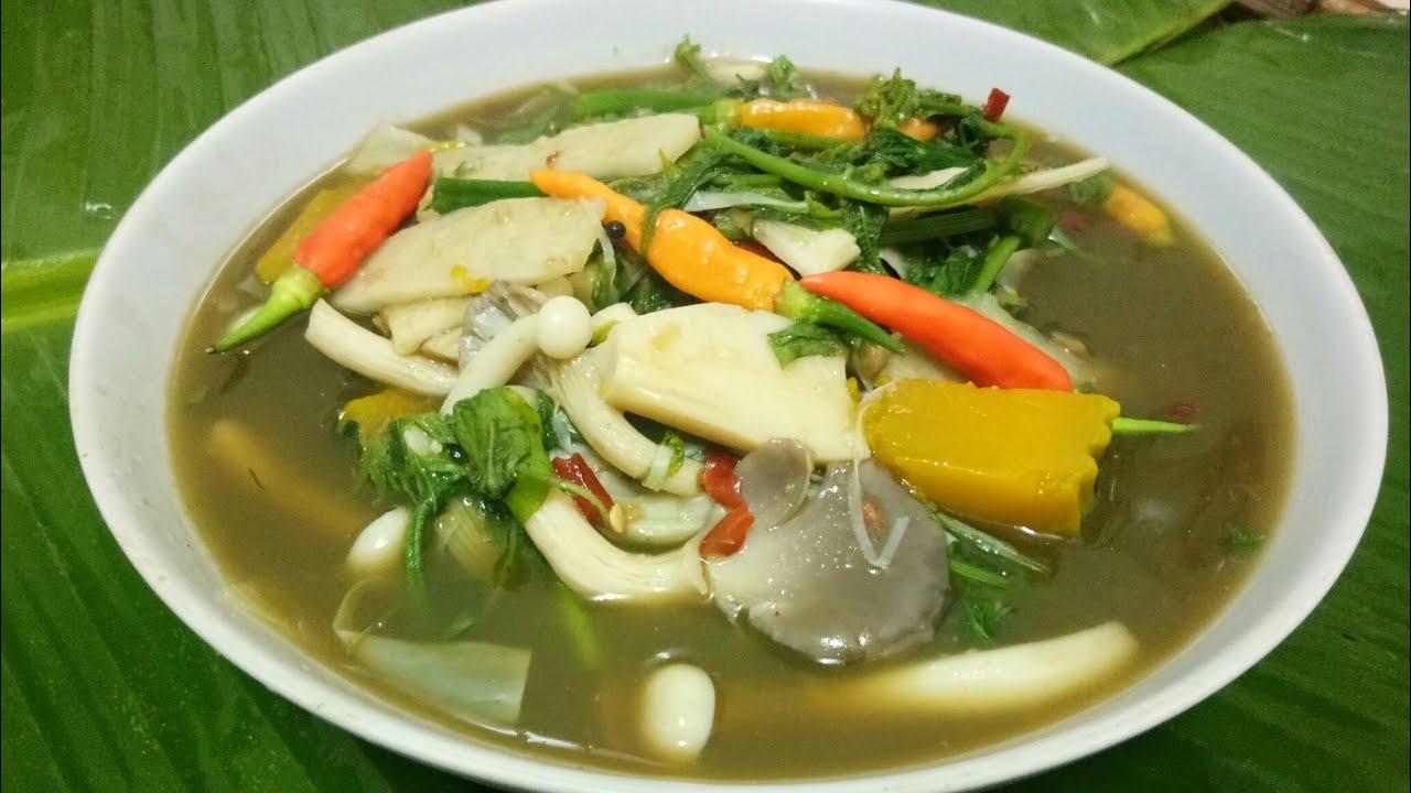 อาหารอีสาน แกงยอดมะพร้าวอ่อนใส่ใบย่านาง ข้นข้าวเบื่อนัวน้ำปลาร้า - YouTube