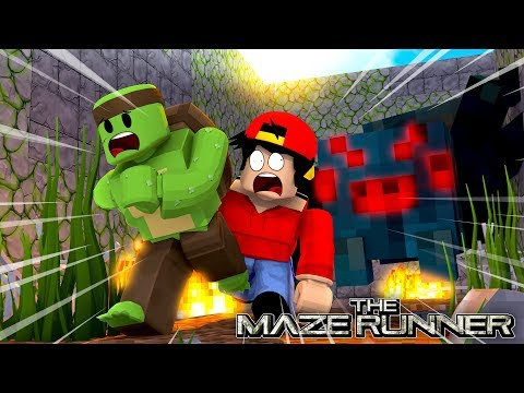 Roblox - ROPO IS LOST INSIDE THE MAZE WITH THE MONSTERS....NAKED!