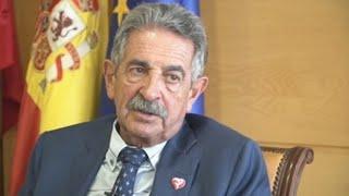 Revilla cree que Sánchez no dimitirá y aconseja a oposición echar una mano
