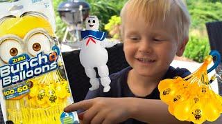 1000 Minions Wasserbomben beim SpielzeugTester Julian mit Marshmallow von Ghostbusters