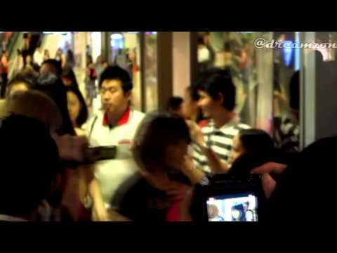 [Fancam] 130215 miss A arrival at Singapore Armani Exchange Ion Orchard