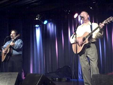 "Dave Nachmanoff and Al Stewart rap, and perform ""Mr. Lear"""