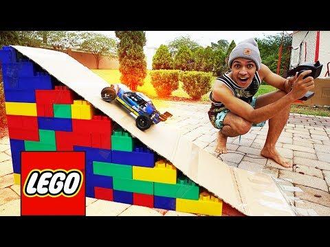FIZ UMA RAMPA DE LEGOS PRO CARRO DE CONTROLE REMOTO