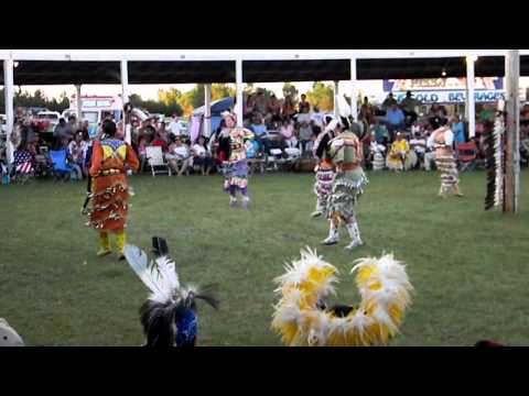 womens jingle dress(1) Rosebud casino powwow 2011