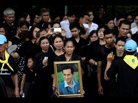 Thousands queue to pay last respects to Thailand