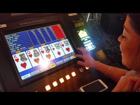 Video Poker: Watch a Royal Flush hit! YouTube