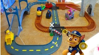 Repeat youtube video PAW PATROL ADVENTURE BAY RAILWAY & SKYE'S ADVENTURE BAY TOWNSET | itsplaytime612