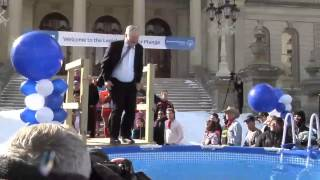 SENATOR JONES TAKES THE PLUNGE FOR THE SPECIAL OLYMPICS