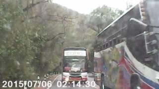 เปิดคลิปรถบัสลูกเสือไหลลงเขา สวนเลนชนกระบะ ที่อุโมงค์ต้นไม้สระบุรี | 17-12-59 | ไทยรัฐทีวี ช่อง 32