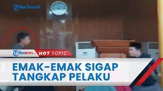 Download Detik-detik Penyerangan Ustaz di Batam saat Isi Ceramah, Emak-emak dengan Sigap Tangkap Pelaku