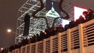 Смотреть видео Новогоднее  происшествие в центре Москвы онлайн