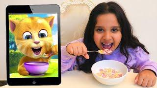شفا تاكل مع القط المتكلم !!  Eating and Playing with ginger