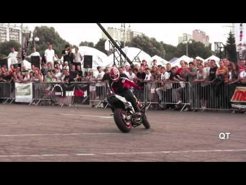 Moto Biểu Diễn Stunt.mp4