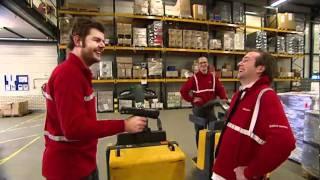 Klusjesmannen werken in het magazijn van Office Depot (SR 2010)