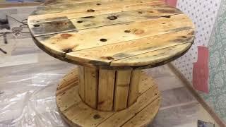 mesa de carretel e coluna de tronco Столик на дачу  своими руками из катушки стол из бобин