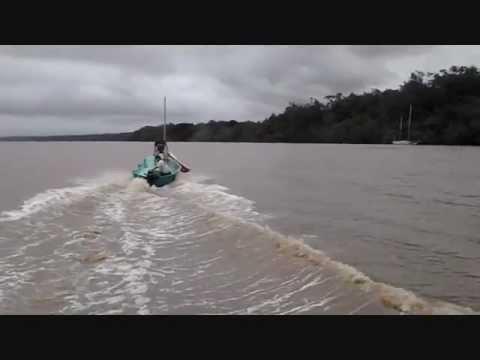 Essais voilier 4 metres Winta avec moteur Thoatsu 18 CV