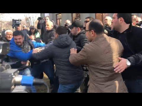 Армения близка к революции? Пашинян призвал армянских военных заниматься своим делом