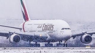 AIRBUS A380 LOW VISIBILITY LANDING during SNOWFALL - A380 snow Arrival (4K)