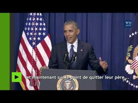 Le Président Obama plaisante lors de son discours sur la fusillade à Munich