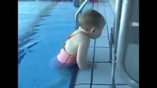 видео Что умеет ребёнок в 1 год
