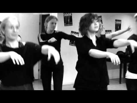 showtime---en-musical-med-20-hits-fra-tv•2:-dansere-øver-til-premieren