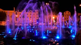 Астрахань.музыкальный фонтан смотреть всем!!!!