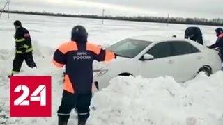 На Кубани намело метровые сугробы с ледяным панцирем - Россия 24