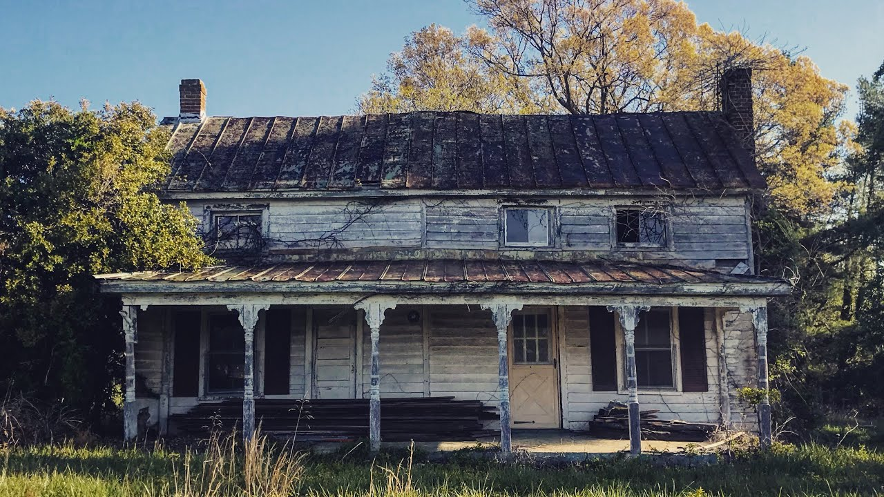 Neat 19th century Abandoned Farm Houses Down South w/ Some old stuff in one