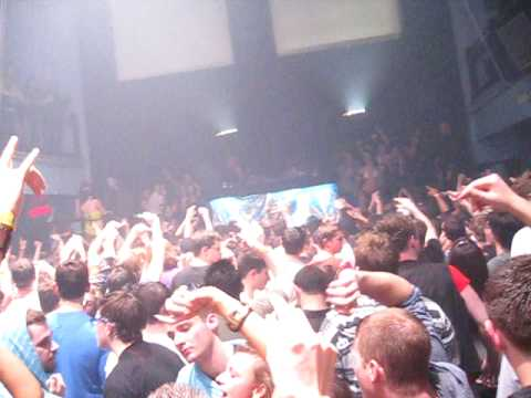 Benny Benassi - Let It Rock (Benny Benassi Remix) (Live At Clutch Cargo's)