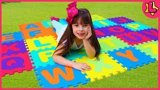 ABC Song | Laurinha Pretend Play Learning Alphabet w Toys & ...