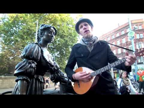 Molly Malone sung by Radiolukas live in Dublin at her statue October 2009