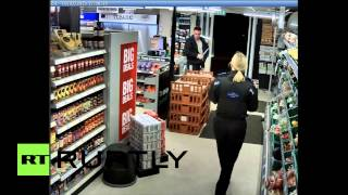 UK: Knife-wielding robber gets tasered after threatening police
