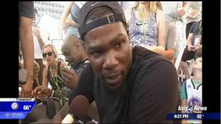 Kevin Durant makes surprise appearance at Hoopfest 2017