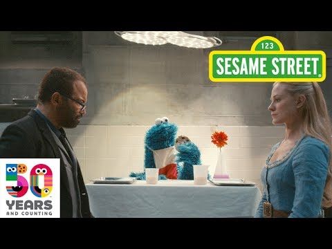 Cookie Monster Helps 'Westworld' Residents Dolores and Bernard Understand Each Other – Using Cookies (Video)