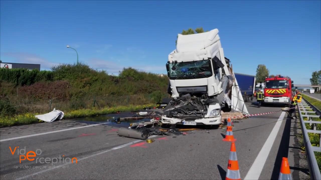 accident avec 4 camions sur l 39 a35 colmar youtube. Black Bedroom Furniture Sets. Home Design Ideas