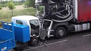 Wypadek Nissana wywrotki i samochodu ciężarowego w Bruskowie Wielkim koło kościoła - 22.06.2018