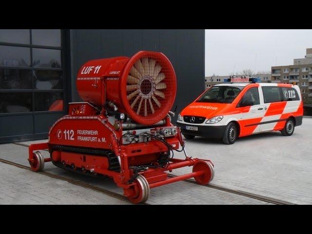 Übung mit dem neuen Löschunterstützungsfahrzeug der BF Frankfurt