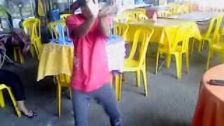 budak tecktonik vs shuffle(video uploaded from my mobile phone., 2011-12-03T11:15:34.000Z)