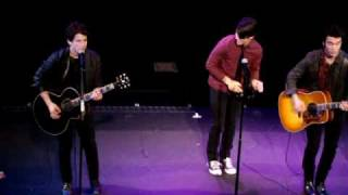 Jonas Brothers 3D Midnight Showing Surprise at the El Capitan on 2.27.09! + S.O.S. (Acoustic)