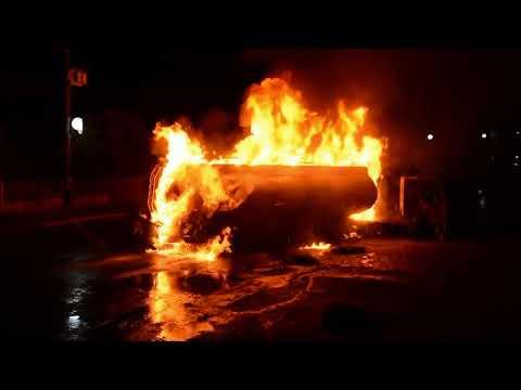 Carreta com combustível explode em posto e três ficam feridos