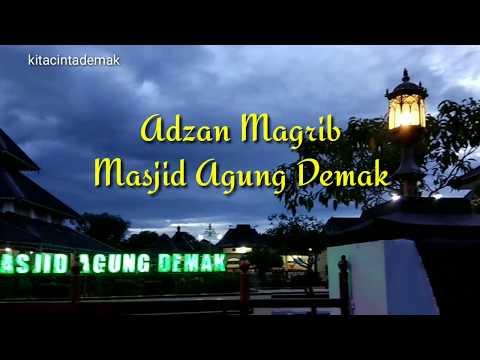 Adzan Merdu Menyejukkan Masjid Agung Demak