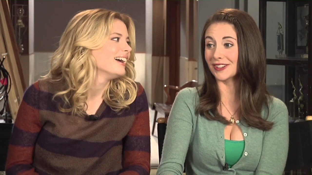 Alison brie vs gillian jacobs community 2