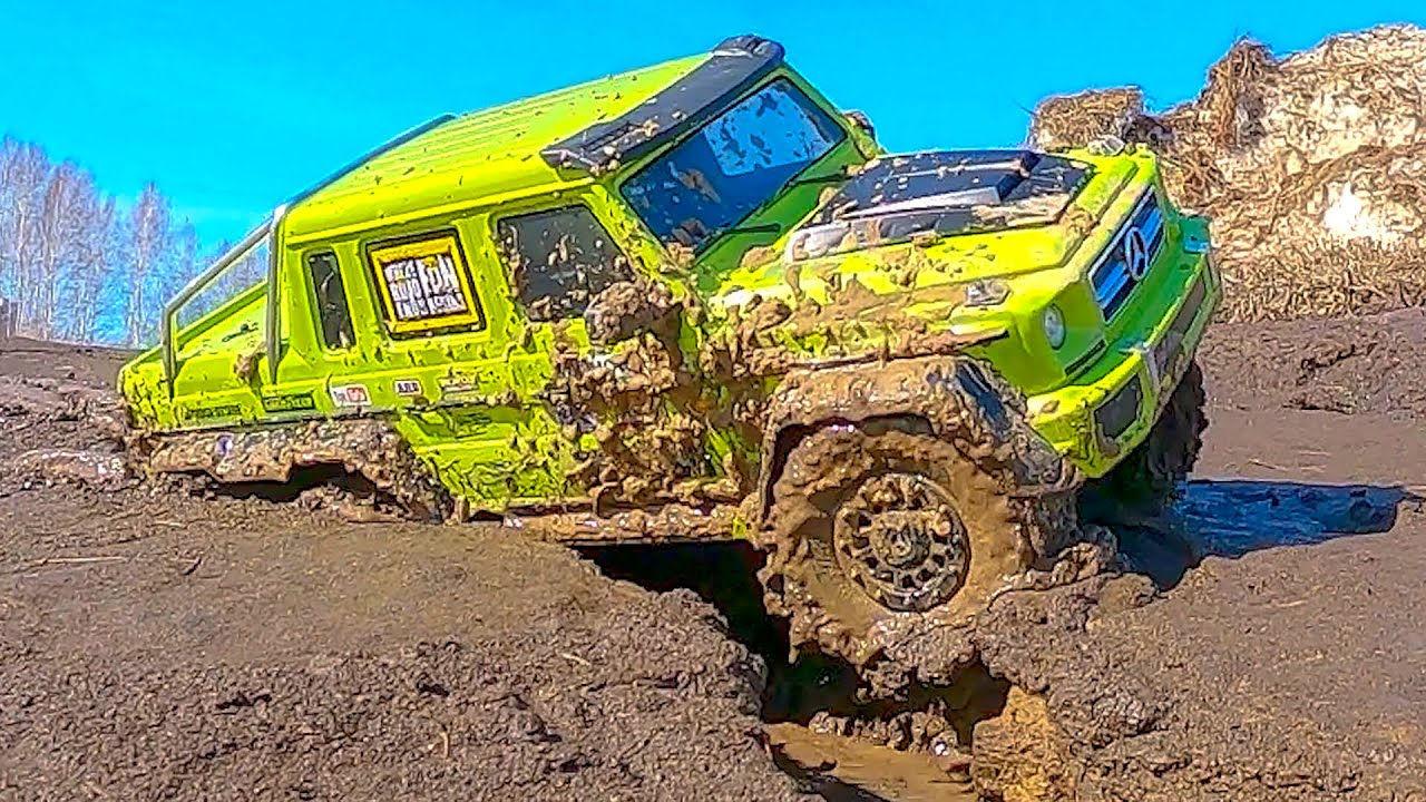 RC Cars MUD BATTLE Mercedes G63 6x6 VS Jeep 4x4 - What is the BEST?
