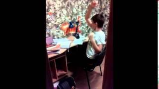 Как надо делать уроки (пока мама не видит)