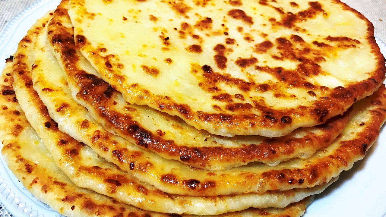 ХАЧАПУРИ по- русски или Вкуснющие СЫРНЫЕ  ЛЕПЁШКИ. Cheese Tortilla.