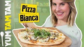 Pizza Bianca // Weiße Pizza mit Ricotta, Zucchini, Pinienkernen & Mozzarella // #yumtamtam