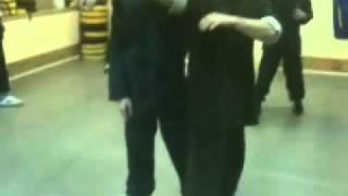 Обучение кунг-фу. Видео - часть 3.(Когда возникло У-шу? Упоминание о технике У-ШУ относится к правлению династии Цинь (221-207 гг. до н. э.). ..., 2011-06-14T05:56:12.000Z)